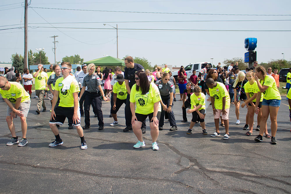 Free event brings police, community together with pizza, games